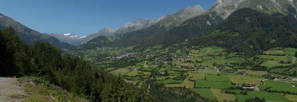 Virgen und der Ortsteil Mitteldorf in Osttirol im Sommer | Virgental