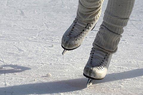Eislaufflächen findest Du sowohl in Prägraten, wie auch in Virgen und Matrei | Bild von bixabay.com