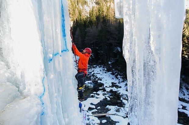 Eisklettern ist ein großartiges Erlebnis für Euren abenteuer Urlaub in Osttirol