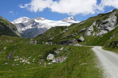 Noch einen Kilometer über den Dorferalmweg zur Johannishütte 2.121m