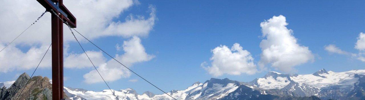 Das Gipfelkreuz Wiesbauerkreuz Kopie ist zum Greifen nah