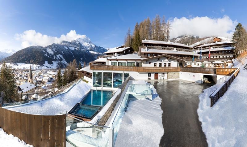 Ski Total mit Bergpanorama